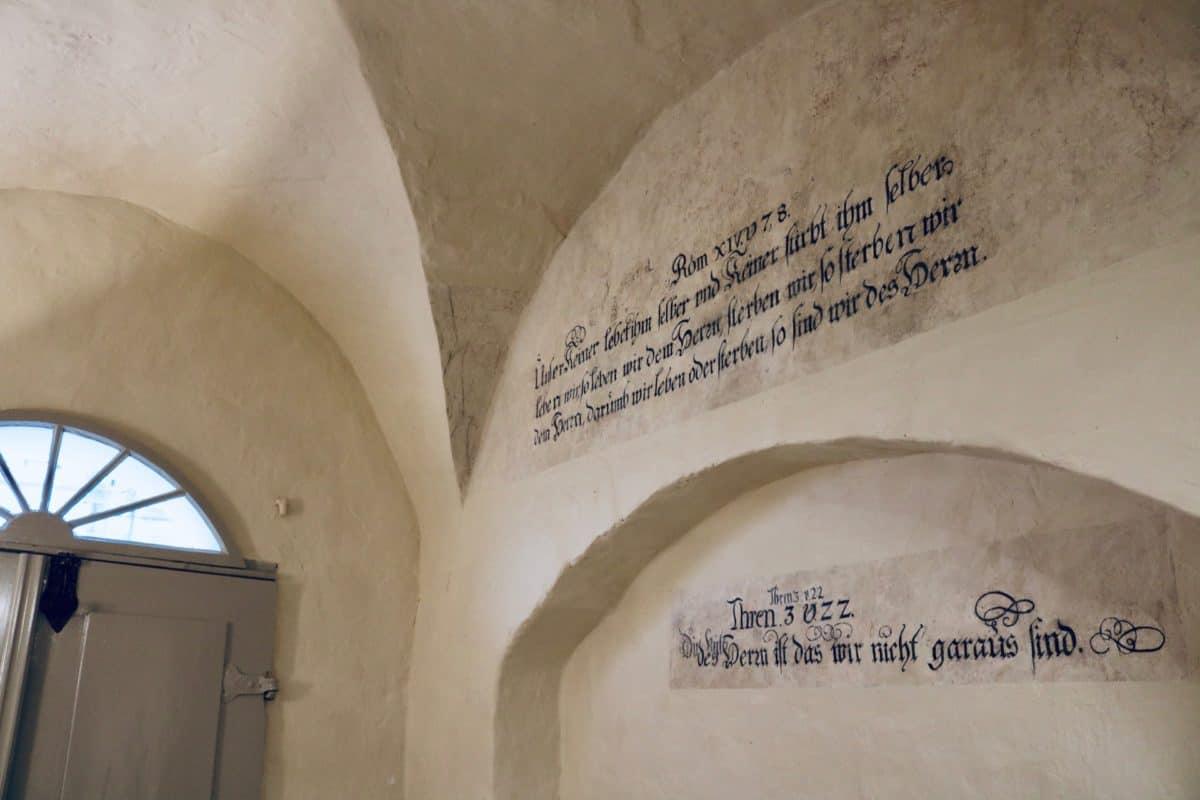 Markt 15 - Bibelzitate an der Wand